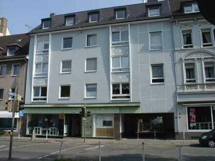 großzügige 2 1/2-Zimmer-Wohnung, gr. Wohnküche, Tageslichtbad, Balkon mit Dach