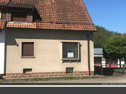 Solides unterkellertes Wohnhaus mit Garage