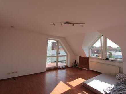 Fußgängerzone -renovierte 2-Zi-Wohnung mit Einbauküche und Balkon