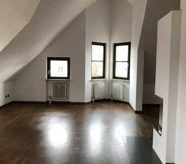 Charmante und sonnige 3-Zimmer-Dachterrassenwohnung in der NEUHAUSEN (Nähe Rotkreuzplatz)