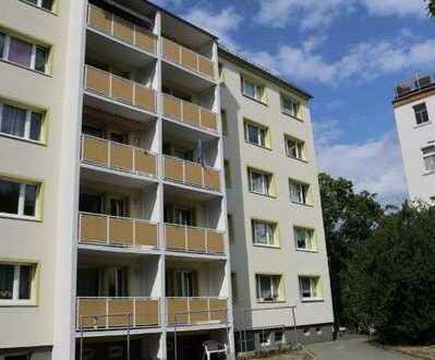 Perfekt geschnittene renovierte 3 Zimmer Wohnung mit Balkon und Aufzug !!