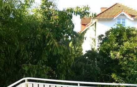 Wohnen wie im eigenen Haus: Rumpenheim Nähe Schlosspark: Charmante 4 Zimmer Maisonette Wohnung