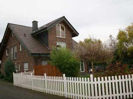 Gepflegte 3,5-Zimmer-Dachgeschosswohnung Balkon, Einbauküche und Garage in Pulheim Stommeln