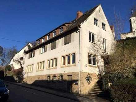 Gesamte Wohn-/Nutzfläche ca. 336 m². Flexibles Wohnen und Arbeiten unter einem Dach!