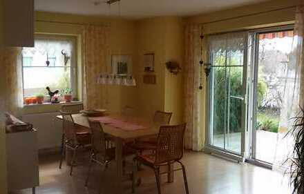 Sonnige 4-Zimmer-EG-Wohnung mit Gartenanteil, ruhige Lage, kleine Wohneinheit in Burglengenfeld