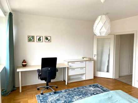 Neu renoviertes großes Zimmer in heller 100qm Wohnung - mit EBK in Rheinnähe