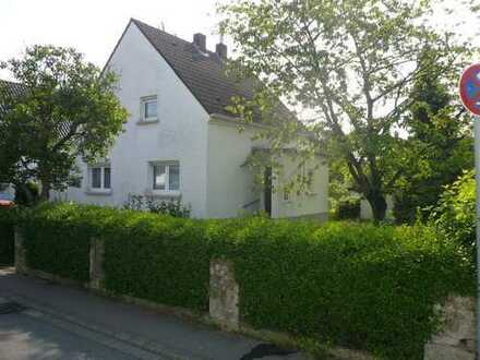 Schönes Haus mit fünf Zimmern in Düsseldorf, Wersten