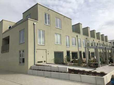 Helle hochwertige 4,5-Zimmer-Dachgeschosswohnung mit Süd- und Westterrasse in Riem, München