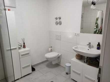 Neuwertige 1-Raum-EG-Wohnung mit Einbauküche in Leutenbach