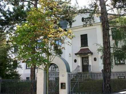** ERSTBEZUG - Attraktive 5-Zimmer-Wohnung mit Einbauküche, Balkon und 2 Pkw-Stellplätzen **