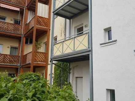 Schöne 1-Raum Wohnung mit Balkon, Küche, Bad