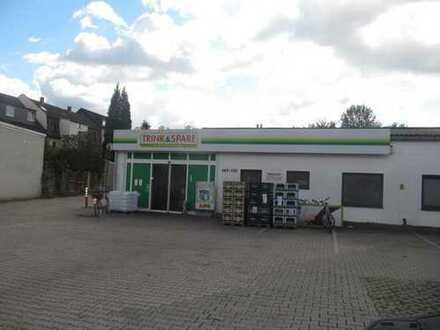 Gewerbehalle mit einem Getränkemarkt und 29 Garagen als Kaptialanlage oder später zur Eigennutzung