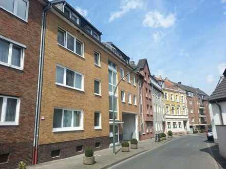 Großzügige 3 Zimmer Wohnung mit Balkon, weißem Wannenbad und EBK in Düsseldorf