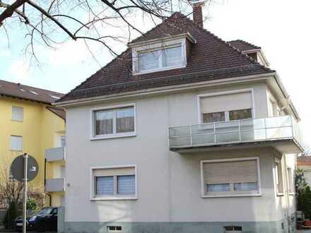 Helle, zentral gelegene Wohnung mit Stellplatz!