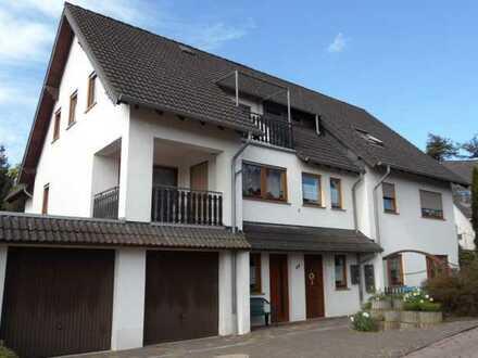 -- Charmante 3 Zi-Wohnung mit Terrasse und Balkon in guter Wohnlage von Rheinböllen --
