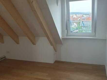 Erstbezug: schöne 2-Zimmer-Dachgeschosswohnung mit EBK und Dachgalerie in Ehingen zentrumsnah