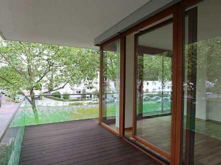 Luftig geschnittene Wohnung im schönen Düsseltal mit 4-Zimmern, zwei Bädern und einen Rundum-Balkon!