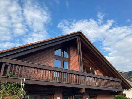 Für Holzliebhaber: Sonnige, ruhige 3-Zi-DG-Whg mit Balkon, Dachterrasse und Einbauküche im 1./2.OG