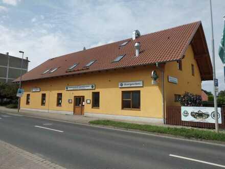 Gut eingeführte Gaststättengebäude mit Biergarten und geplantem Wohnungsausbau im Dachgeschoss