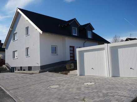 Schöne helle Doppelhaushälfte in Bayreuth/ Wolfsbach