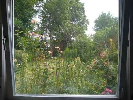 Möbliertes Zimmer in 5-er WG mit großem Garten