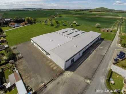 Große Gewerbehalle mit Autobahnanschluss und XXL-Firmengelände
