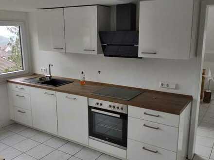 Geschmackvolle DG-Wohnung mit zwei Räumen und EBK in Pforzheim-Eutingen