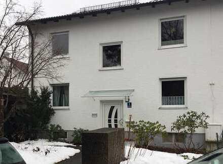 Sehr schöne 3-Zi. Wohnung mit Südgarten in Zweifamilienhaus