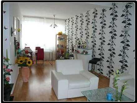 Sanierte 2-Zimmer-DG-Wohnung mit Balkon und Einbauküche in Rath/Heumar, Köln