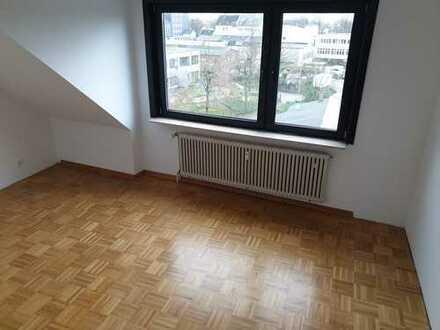 Zentrumsnah: frisch renovierte 3-Zi-Dachgeschoss-Wohnung mit Weitblick!
