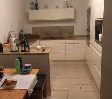 Exklusive, vollständig renovierte 5-Zimmer-Wohnung mit und Terasse, Garten