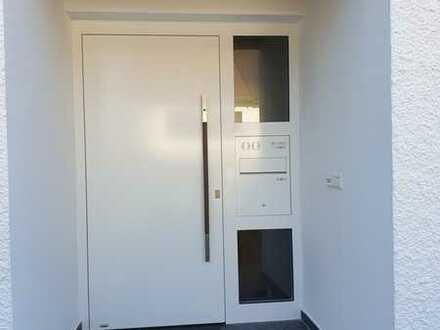 Vollständig renovierte Doppelhaushälfte mit fünf Zimmern und EBK in Nordost, Ingolstadt