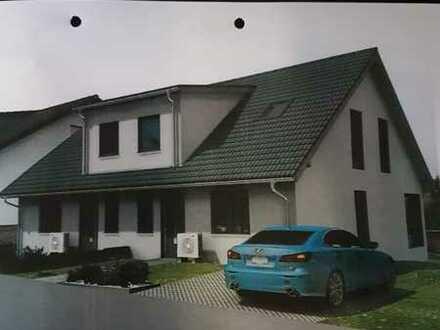 Zwei schöne, geräumige Doppelhaushälften mit fünf Zimmern in Bad Kreuznach (Kreis), Guldental
