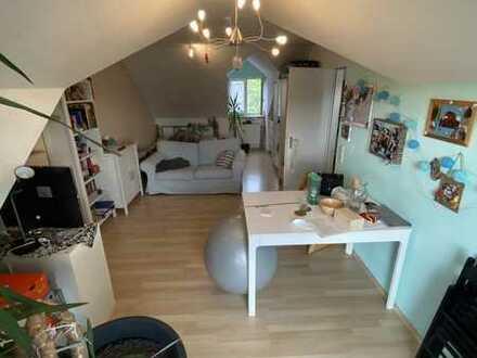 Helles 1-Zimmer-Apartment mit Balkon und Küche in Buchloe