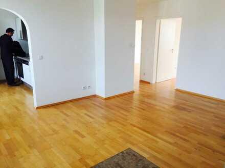 Helle 3-Zimmer-Wohnung mit Parkett und Einbauküche in Nürnberg
