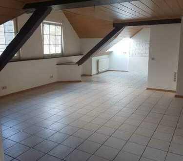 Schöne vier Zimmer Wohnung in Siegen-Wittgenstein (Kreis), Kreuztal