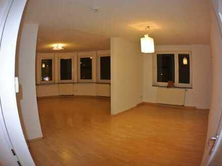 Exklusive, modernisierte 3-Zimmer-Wohnung mit Balkon in Würzburg - Sanderau