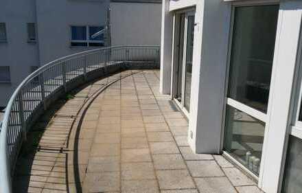 Tolles Penthouse (2,5 Zimmer) in Maxfeld, riesige Dachterrasse