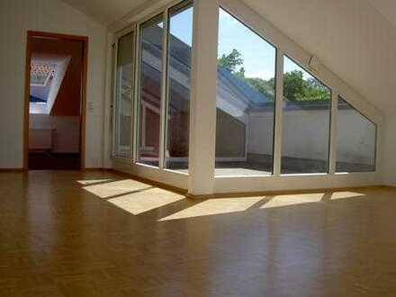 Gepflegte 3-Zimmer-Dachgeschosswohnung mit Loggia in Ludwigsburg