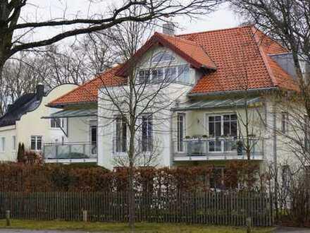 Komfortable Traumwohnung in kleiner Wohnanlage mit Garten, Lift und TG
