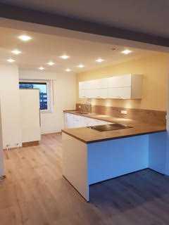 Charmante 3-Etagen Doppelhaushälfte mit großer Küche