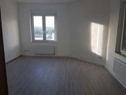 Frisch renovierte 2 Zimmer KDB in Eckesey
