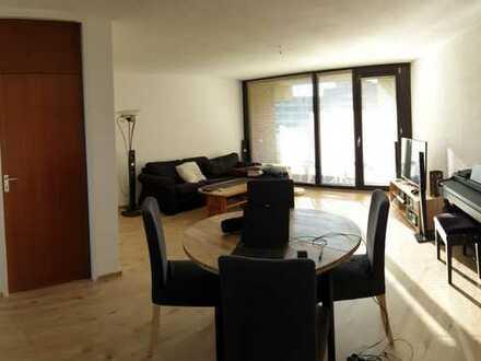 Gepflegte 3-Zimmer-Wohnung mit Balkon und EBK in Westhoven, Köln