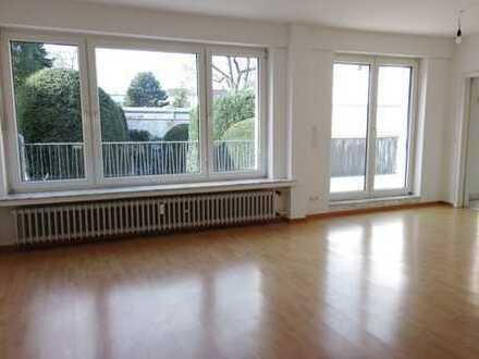 Vollständig renovierte sehr helle Wohnung mit 3 Zimmern und Balkon in Rheydt