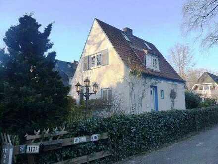 Freistehendes Einfamilienhaus mitten im wunderschönen Oberneuland mit einem tollen Grundstück.