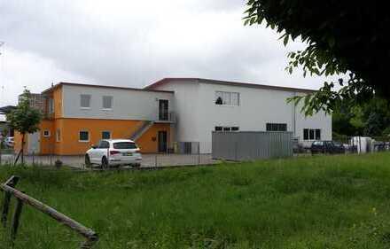 Gewerbehalle mit Büro und Lagerplatz