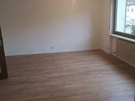 Gut geschnittene, helle & frisch renovierte 2-Zimmer-Wohnung mit Loggia in S-Riedenberg