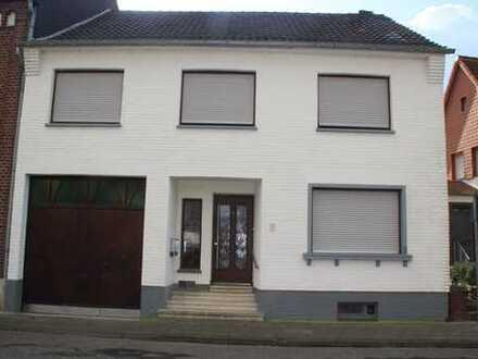 Gepflegtes 6-Zimmer-Einfamilienhaus mit EBK in Heinsberg, Heinsberg
