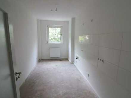 ***KLINIKVIERTEL- Kernsanierte Wohnung mit Wohnküche, helles Bad mit Fenster***