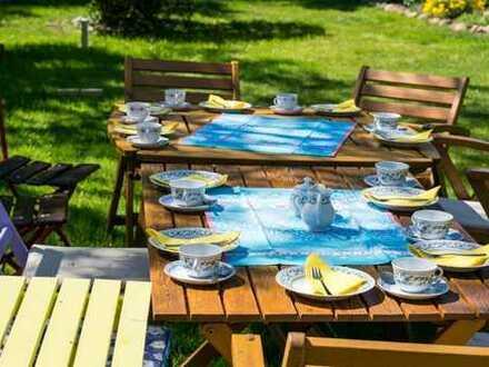 Frühstück im eigenen Garten am eigenen Haus!